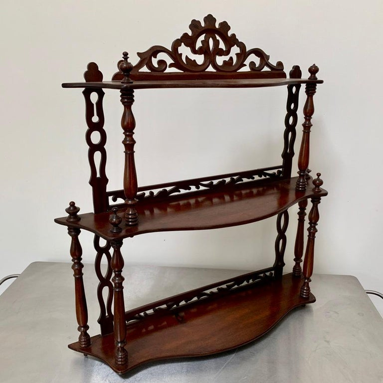 Georgian Late 19th Century Freestanding or Hanging Shelves in Mahogany For Sale