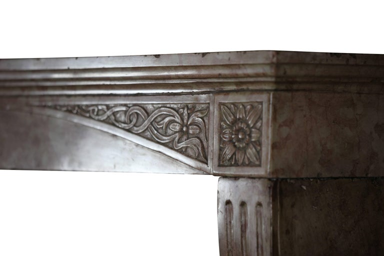 Late 19th Century French Antique Fireplace Surround in Marble Stone In Excellent Condition For Sale In Beervelde, BE
