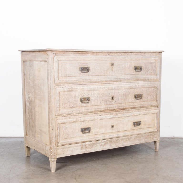 Late 19th Century French Bleached Oak Chest of Drawers In Good Condition For Sale In High Point, NC