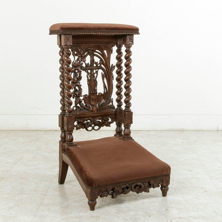 Late 19th Century French Hand-Carved Oak Prie Dieu or Prayer Chair with Columns In Excellent Condition For Sale In Fayetteville, AR