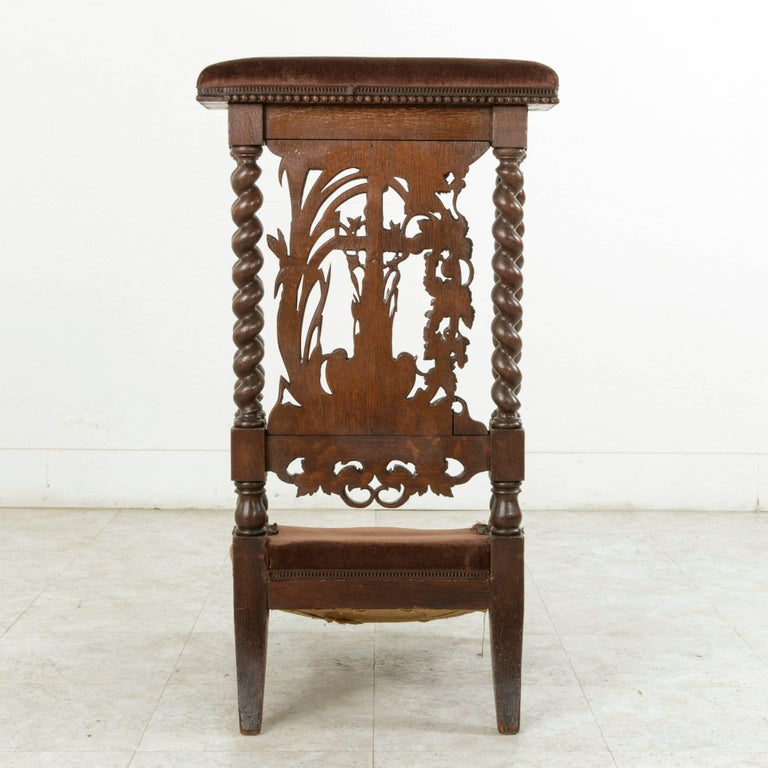 Late 19th Century French Hand-Carved Oak Prie Dieu or Prayer Chair with Columns For Sale 2