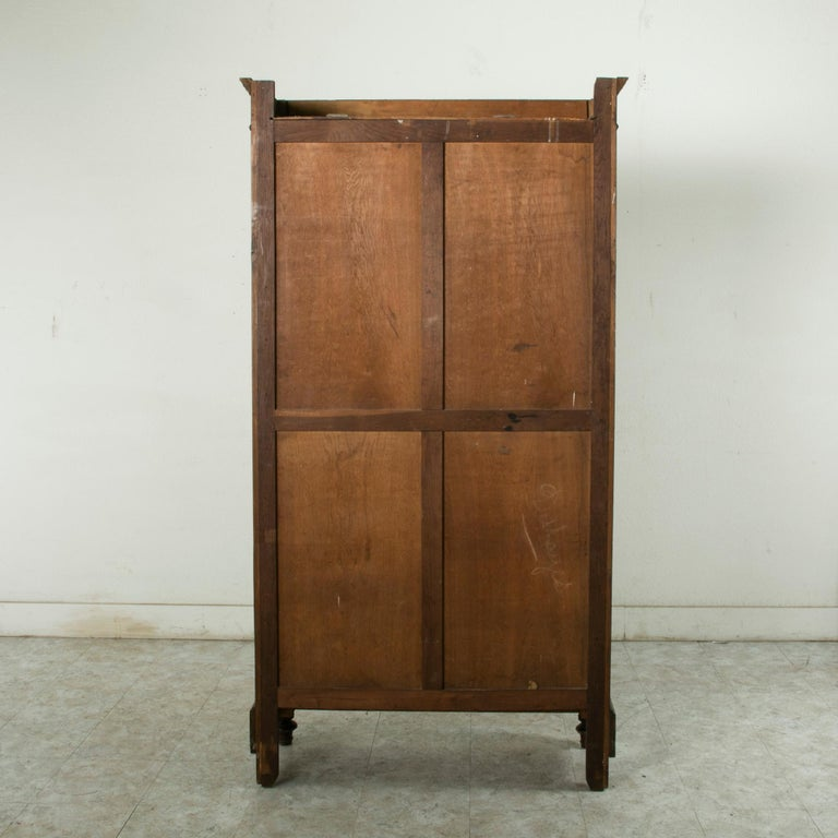 Late 19th Century French Henri II Style Hand-Carved Walnut Bookcase or Vitrine In Good Condition For Sale In Fayetteville, AR