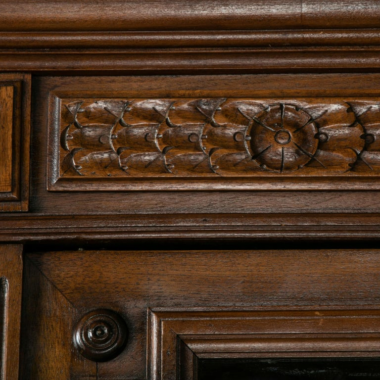 Late 19th Century French Henri II Style Hand-Carved Walnut Bookcase or Vitrine For Sale 1