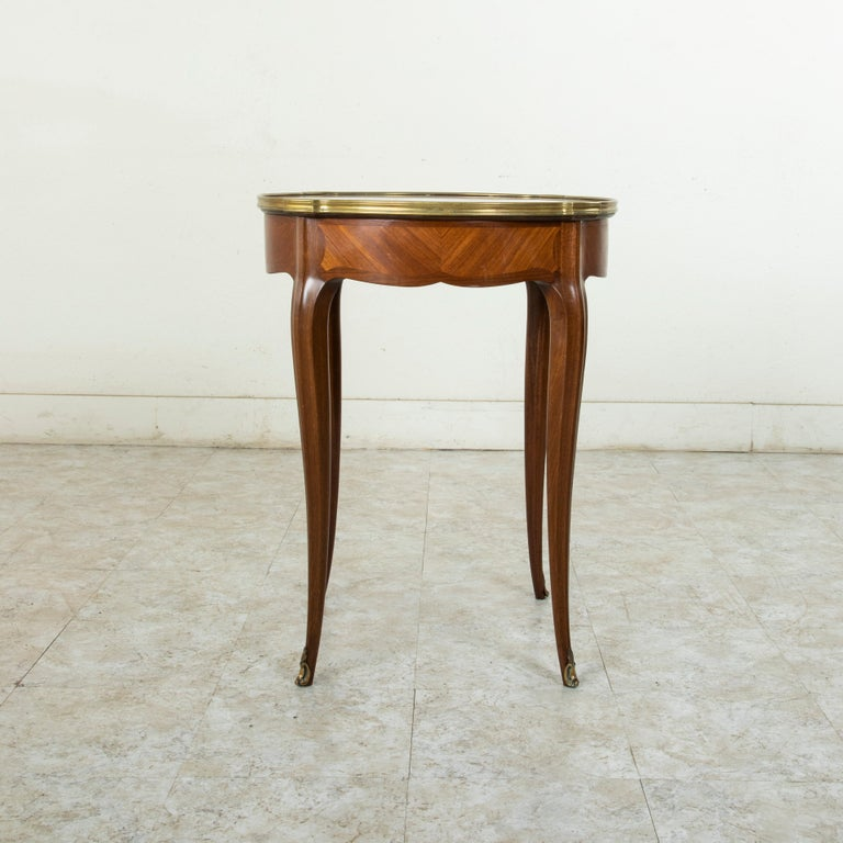 Late 19th Century French Louis XV Style Walnut Gueridon Side Table with Marble In Good Condition For Sale In Fayetteville, AR
