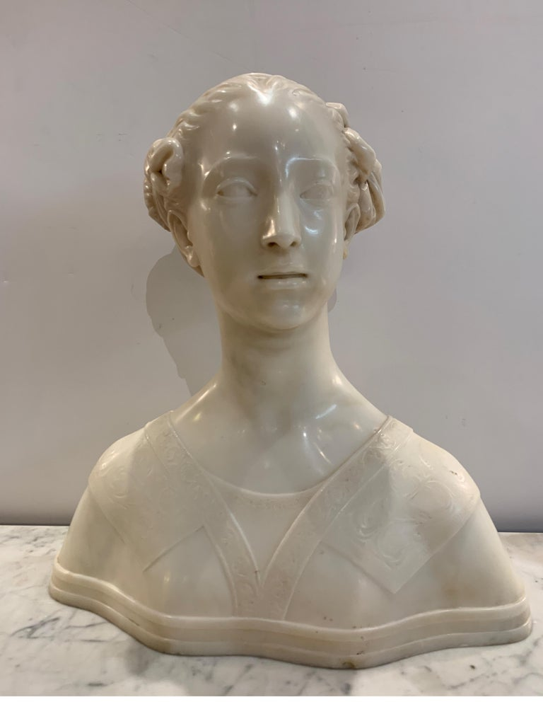 Late 19th century Italian marble bust of a young maiden woman, pre-ralphaelite Beautifully highly polished marble in great original condition Dimensions: 18