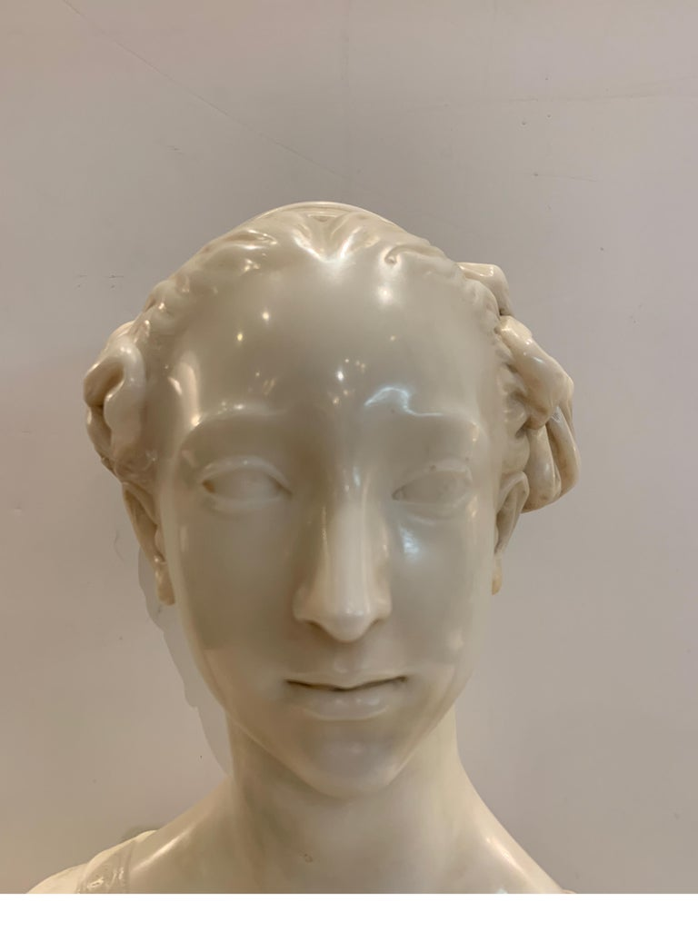 Late 19th Century Italian Marble Bust of a Young Maiden Woman, Pre-Ralphaelite In Good Condition For Sale In Lambertville, NJ