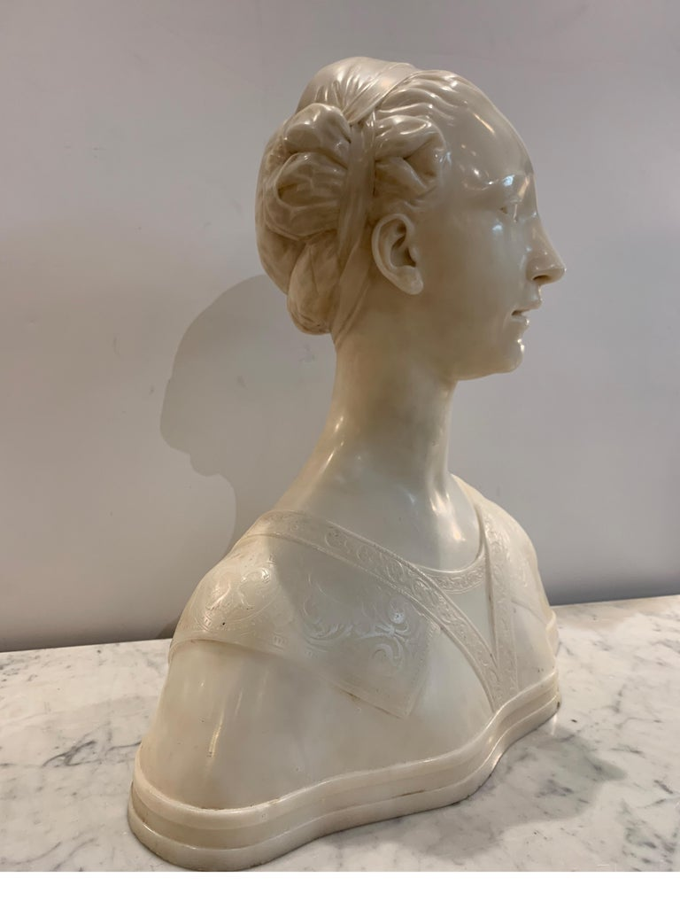 Late 19th Century Italian Marble Bust of a Young Maiden Woman, Pre-Ralphaelite For Sale 3