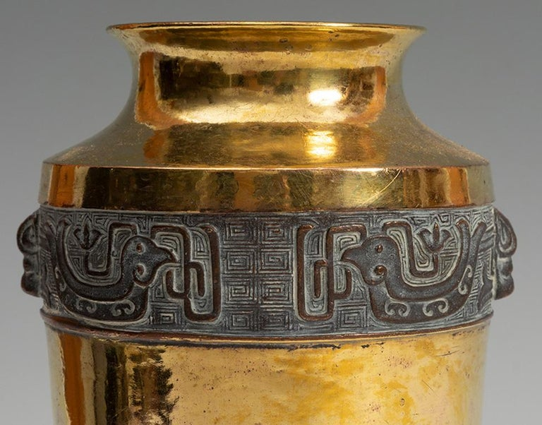 Late 19th Century Japanese Meiji Period Chiselled Gilt Bronze Edged Urn In Good Condition For Sale In Malaga, ES