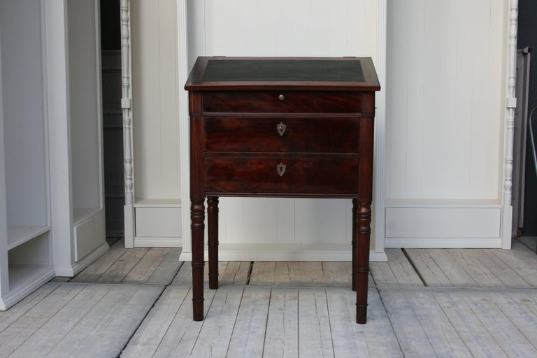 European Late 19th Century Lectern / High Desk, Mahogany Shellac Polished For Sale