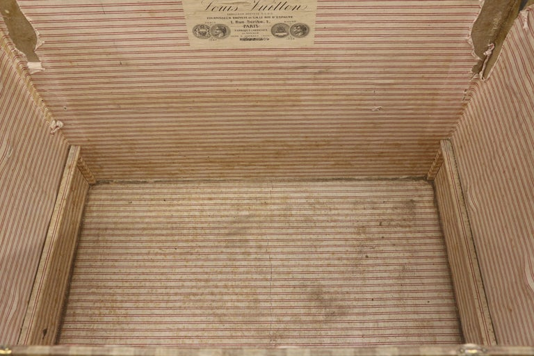 Late 19th Century Louis Vuitton Striped Rayee Canvas Steamer Trunk For Sale 4