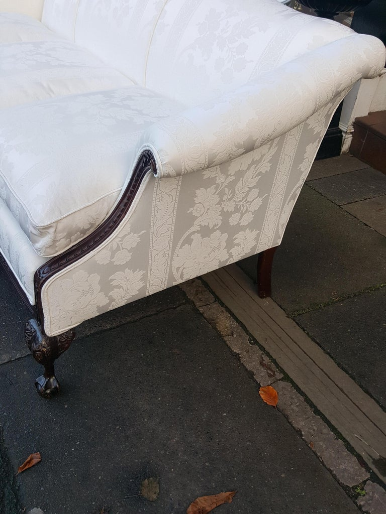 Late 19th Century Mahogany Camel Back Sofa In Good Condition For Sale In Altrincham, Cheshire