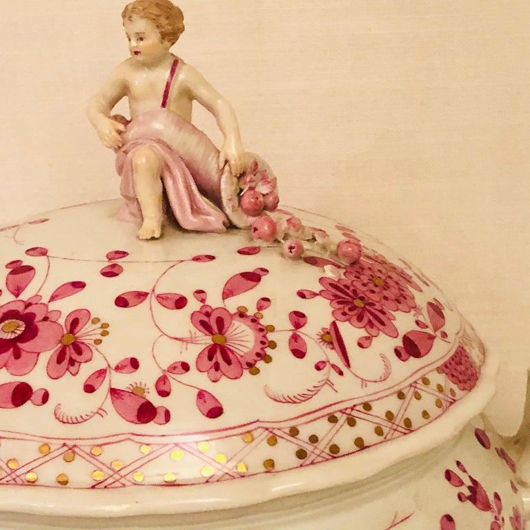 Late 19th Century Meissen Purple Indian Round Tureen with Figure with Cornacopia In Good Condition For Sale In Boston, MA