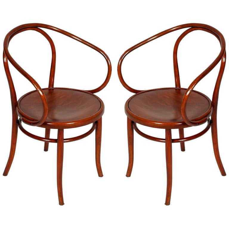 Late 19th Century Pair of Bentwood B-9 Armchairs by Michael Thonet Restored