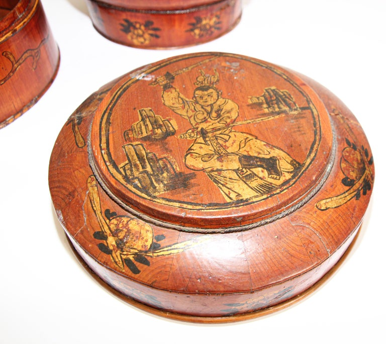 Late 19th Century Red Lacquer Chinese Picnic Basket For Sale 4