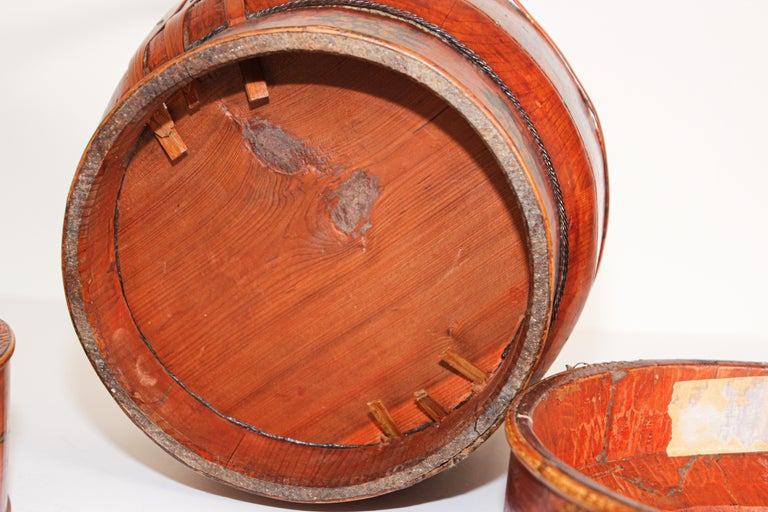 Late 19th Century Red Lacquer Chinese Picnic Basket For Sale 6