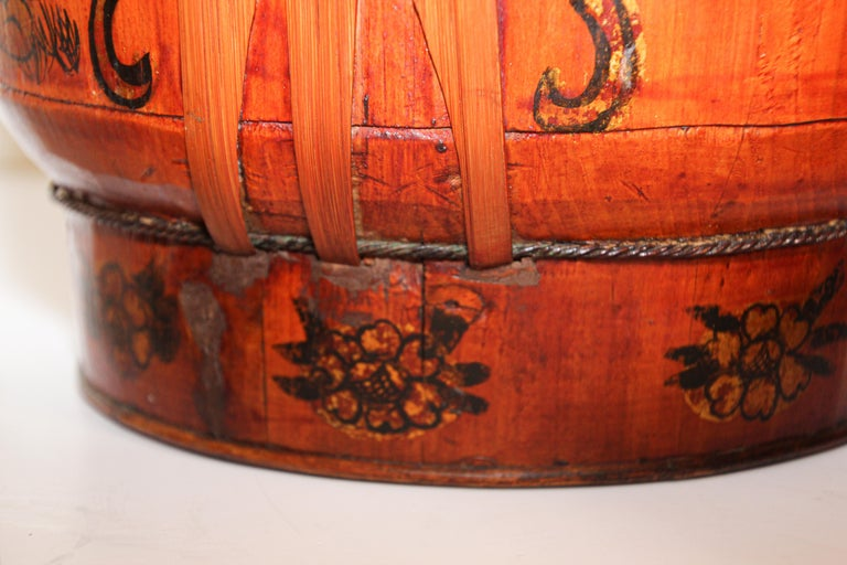 Late 19th Century Red Lacquer Chinese Picnic Basket For Sale 7