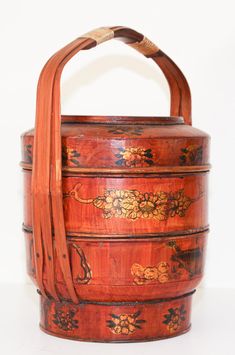 Late 19th Century Red Lacquer Chinese Picnic Basket For Sale 8