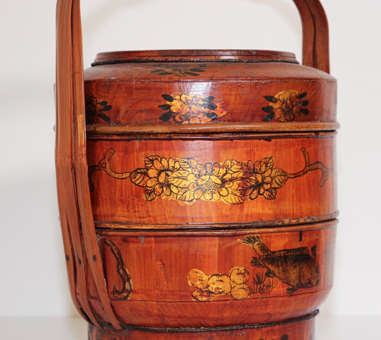 Late 19th Century Red Lacquer Chinese Picnic Basket For Sale 9