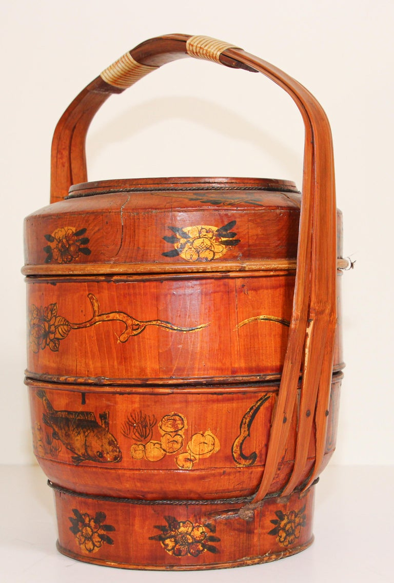 Late 19th Century Red Lacquer Chinese Picnic Basket For Sale 11