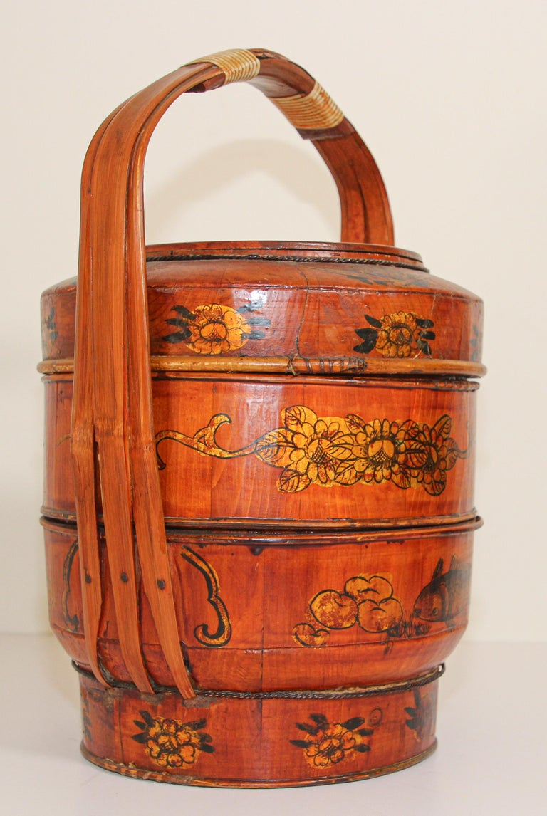 Late 19th Century Red Lacquer Chinese Picnic Basket For Sale 12