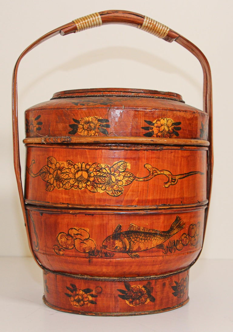 Late 19th Century Red Lacquer Chinese Picnic Basket For Sale 13
