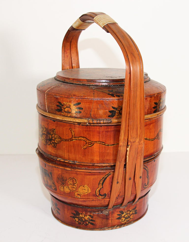 Late 19th Century Red Lacquer Chinese Picnic Basket For Sale 14