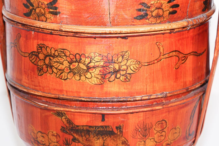 Hand-Crafted Late 19th Century Red Lacquer Chinese Picnic Basket For Sale