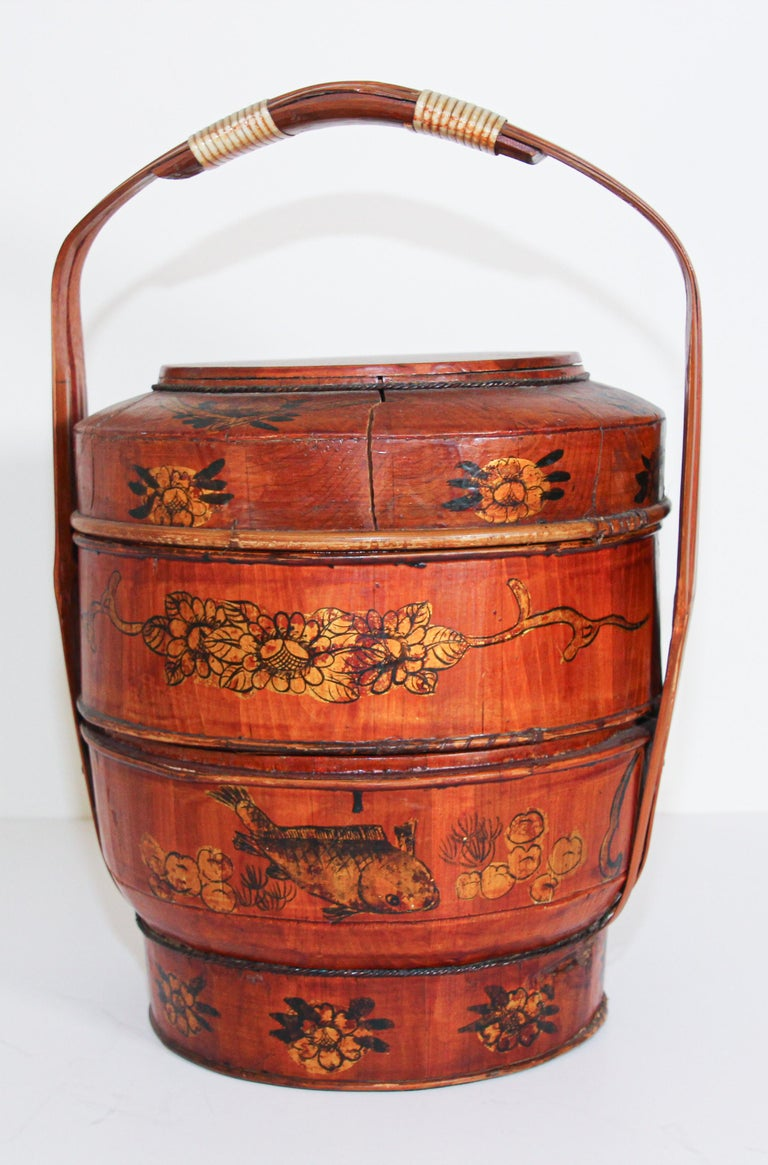 Bamboo Late 19th Century Red Lacquer Chinese Picnic Basket For Sale