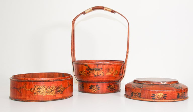 Late 19th Century Red Lacquer Chinese Picnic Basket For Sale 1