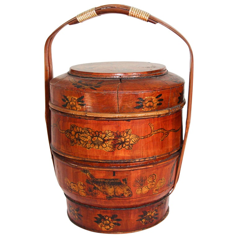 Late 19th Century Red Lacquer Chinese Picnic Basket For Sale