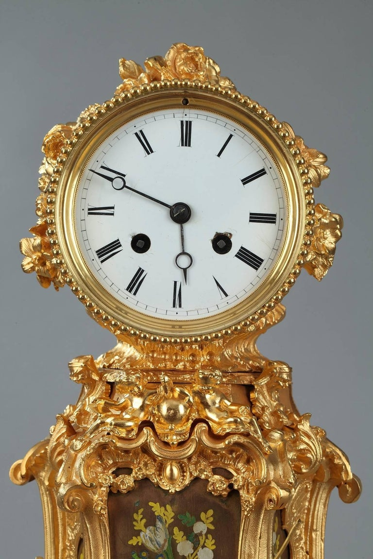 Louis XV Late 19th Century Rocaille Ormolu Mantel Clock with Floral Decoration For Sale