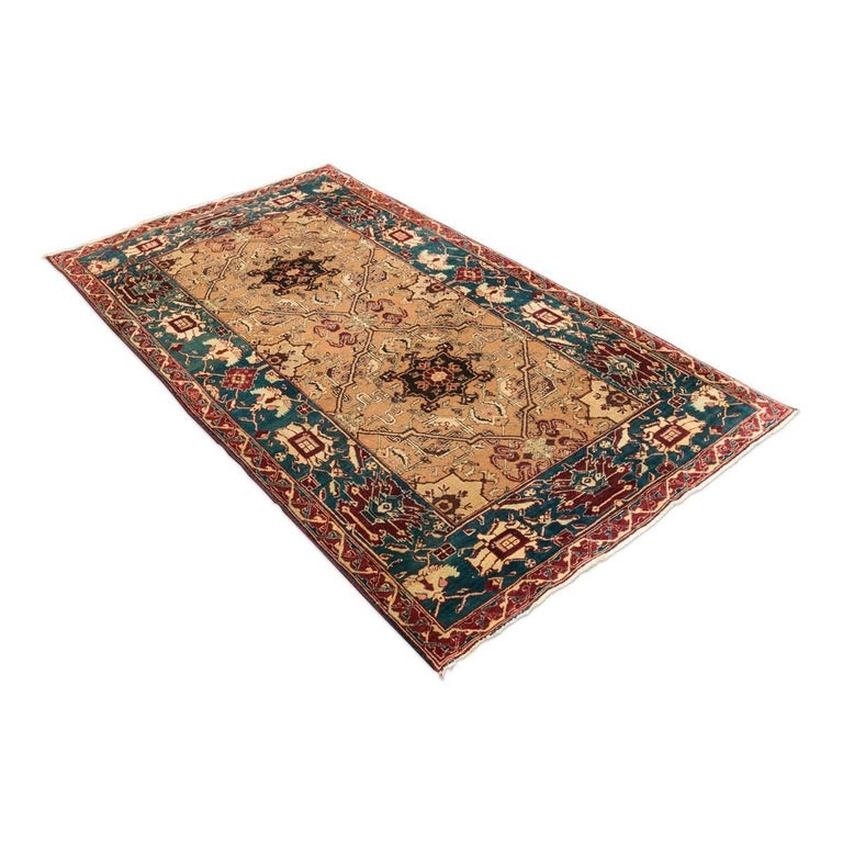 Rug belonging to India, in particular it is a rug Agra of the late 19th century, small format and in green colors and earth. - Rug made in the craft workshops that existed where rugs were made for the English market of the time. - That is why this