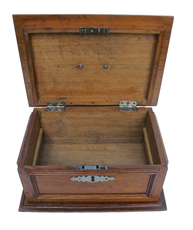 Late 19th Century Wooden Oak Box with Inlay Works, Austria, circa 1890 For Sale 2