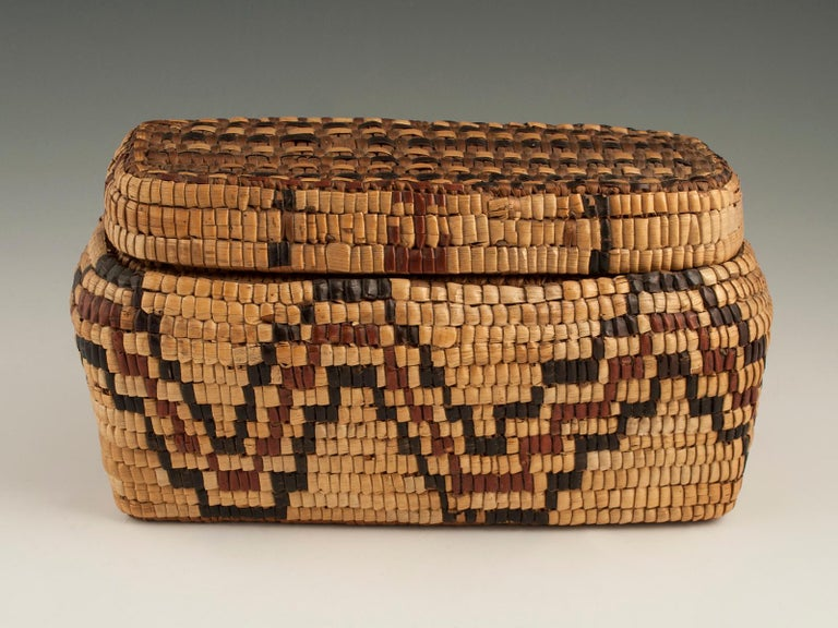 Hand-Woven Late 19th-Early 20th Century Tribal Native American Columbia River Basket For Sale