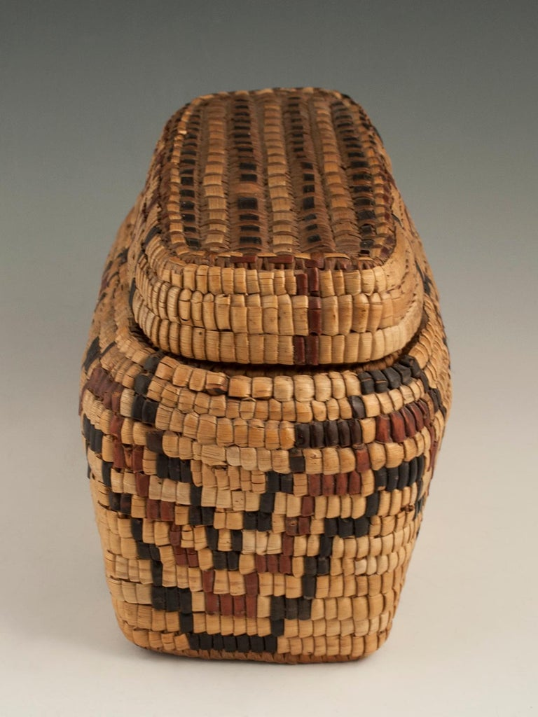 Late 19th-Early 20th Century Tribal Native American Columbia River Basket In Excellent Condition For Sale In Point Richmond, CA