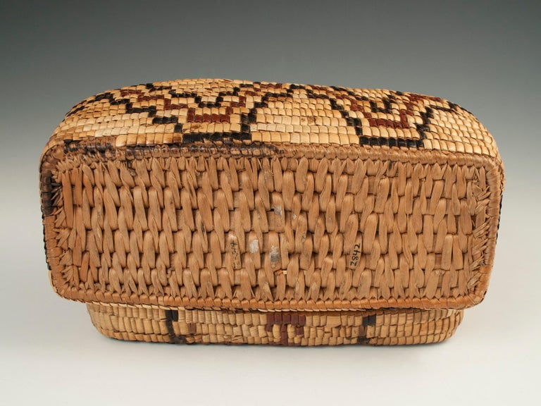 Late 19th-Early 20th Century Tribal Native American Columbia River Basket For Sale 1