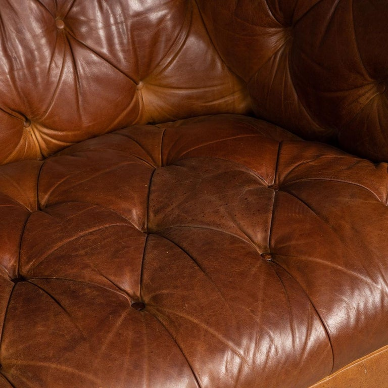 Late 20th Century 3-Seat Chesterfield Leather Sofa with Button Down Seat For Sale 8