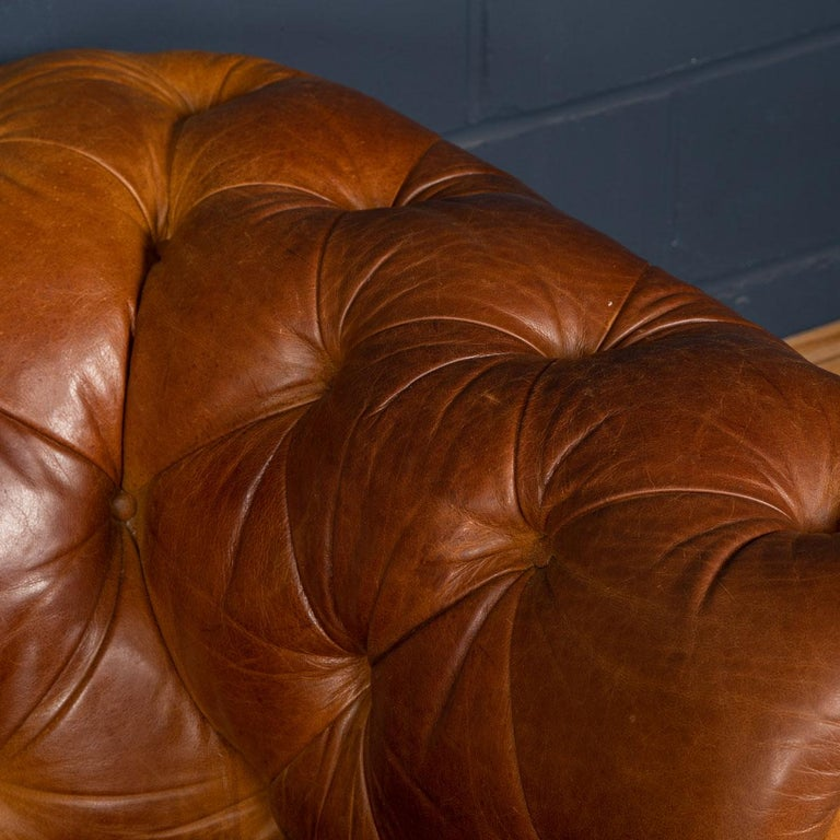 Late 20th Century 3-Seat Chesterfield Leather Sofa with Button Down Seat For Sale 11