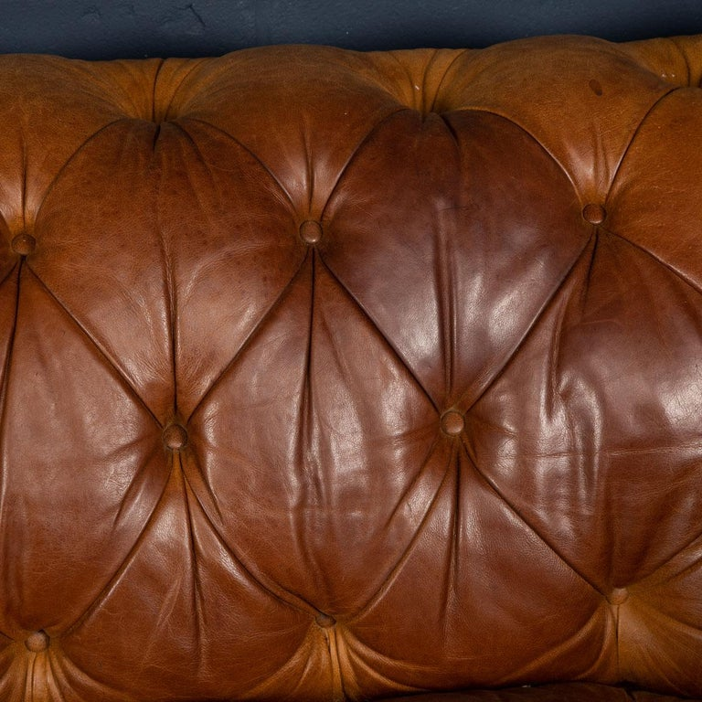 Late 20th Century 3-Seat Chesterfield Leather Sofa with Button Down Seat For Sale 13