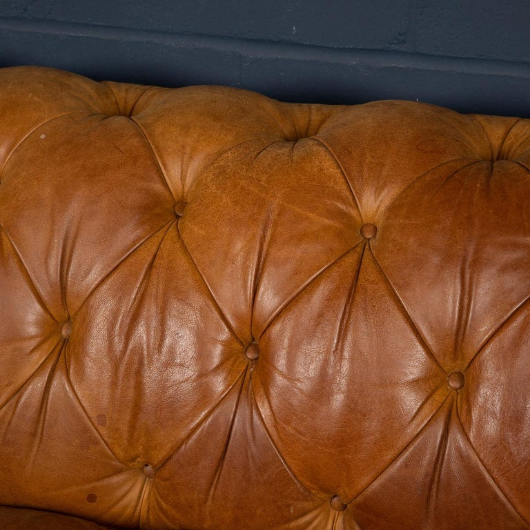 Late 20th Century 3-Seat Chesterfield Leather Sofa with Button Down Seat For Sale 15