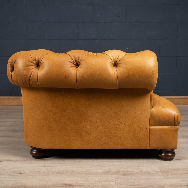 Late 20th Century 3-Seat Chesterfield Leather Sofa with Button Down Seat In Good Condition For Sale In London, London