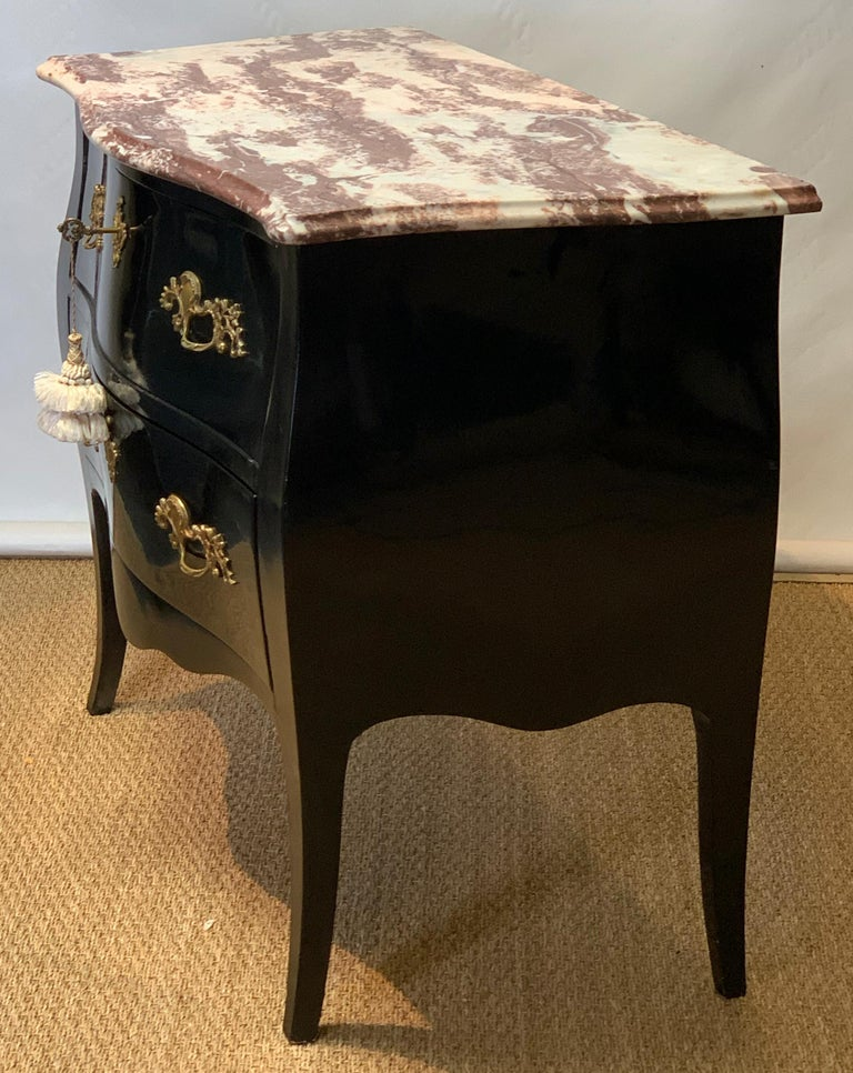 Late 20th Century Black Lacquer Bombe´ Commode In Good Condition For Sale In Kilmarnock, VA