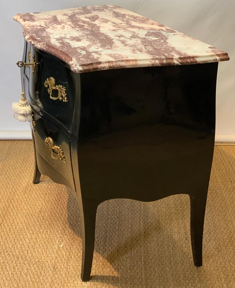 Late 20th Century Black Lacquer Bombe´ Commode For Sale 1