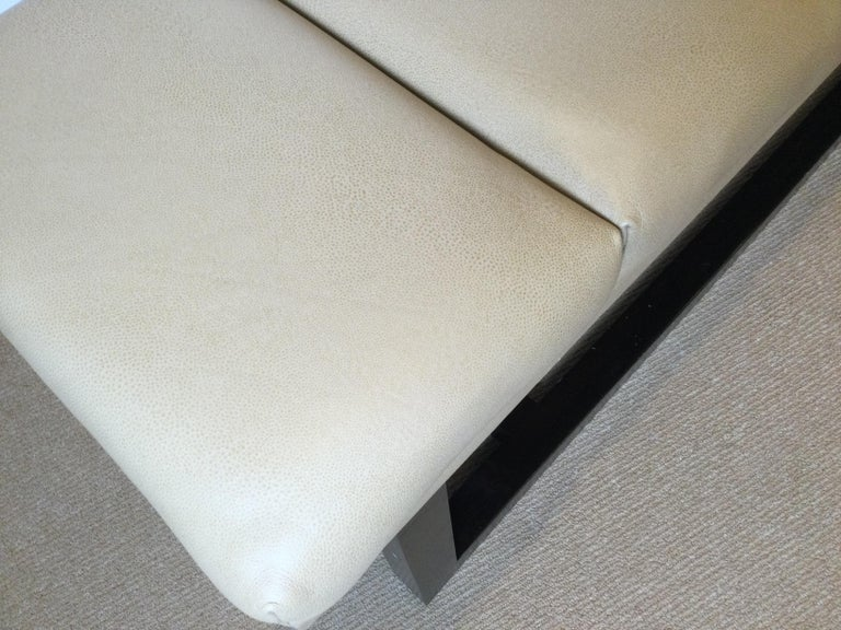 Late 20th Century Modern Style Leather Upholstered Bench In Excellent Condition For Sale In Lambertville, NJ