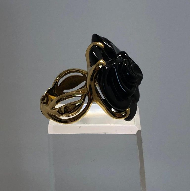 French Stamped Chanel Black Onyx and 18-Karat Gold Camellia Cocktail Ring For Sale