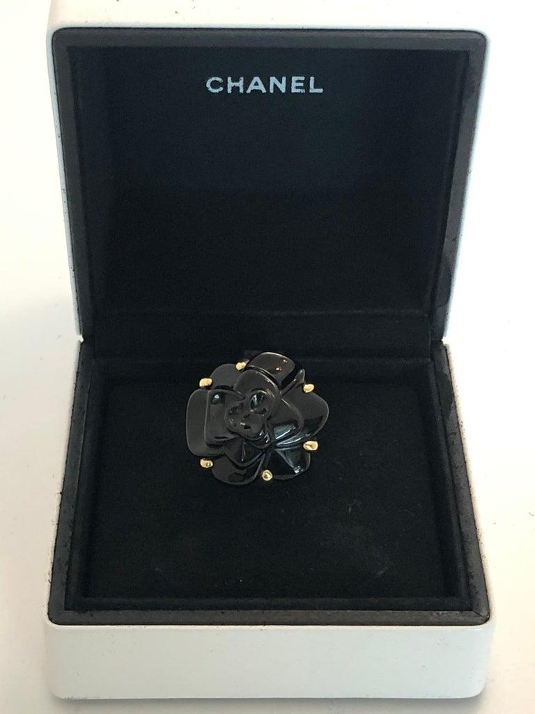 20th Century Stamped Chanel Black Onyx and 18-Karat Gold Camellia Cocktail Ring For Sale