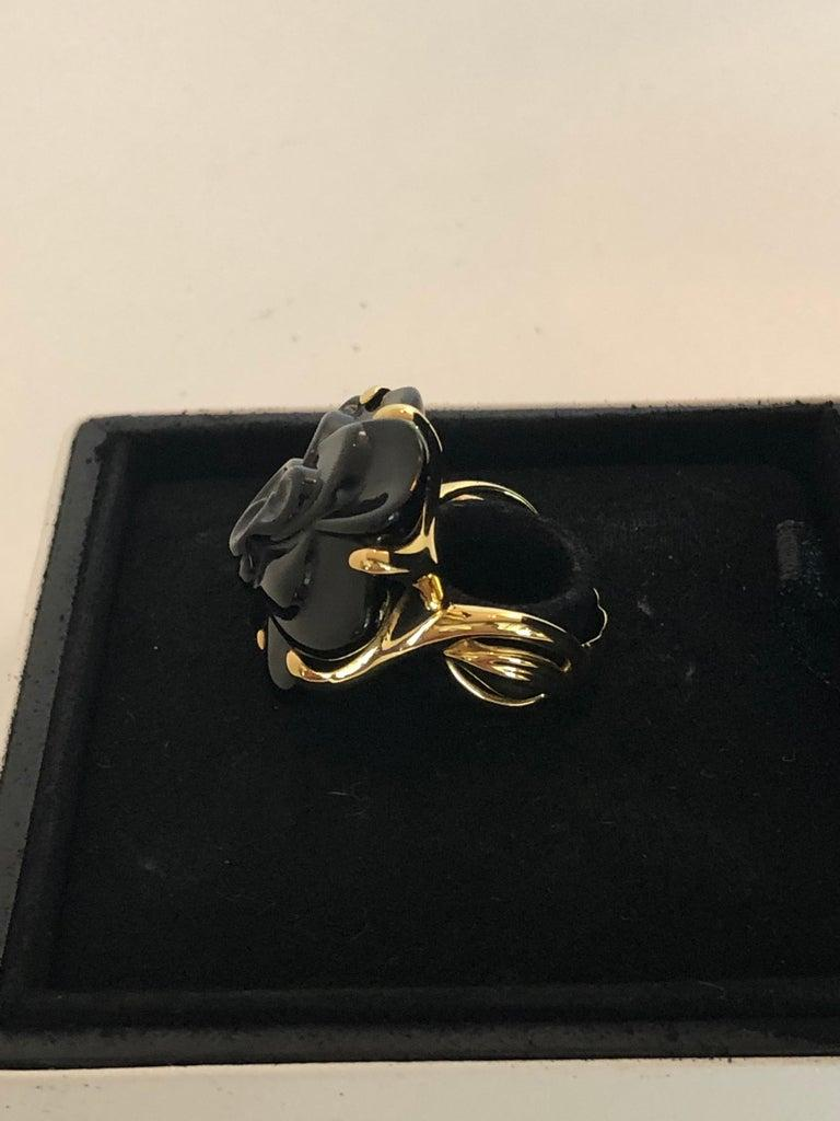 Stamped Chanel Black Onyx and 18-Karat Gold Camellia Cocktail Ring For Sale 2