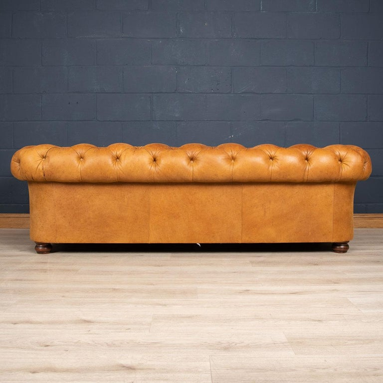European Late 20th Century 3-Seat Chesterfield Leather Sofa with Button Down Seat For Sale