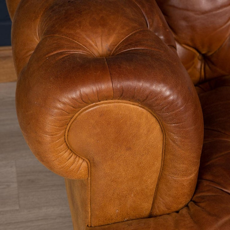 Late 20th Century 3-Seat Chesterfield Leather Sofa with Button Down Seat For Sale 2