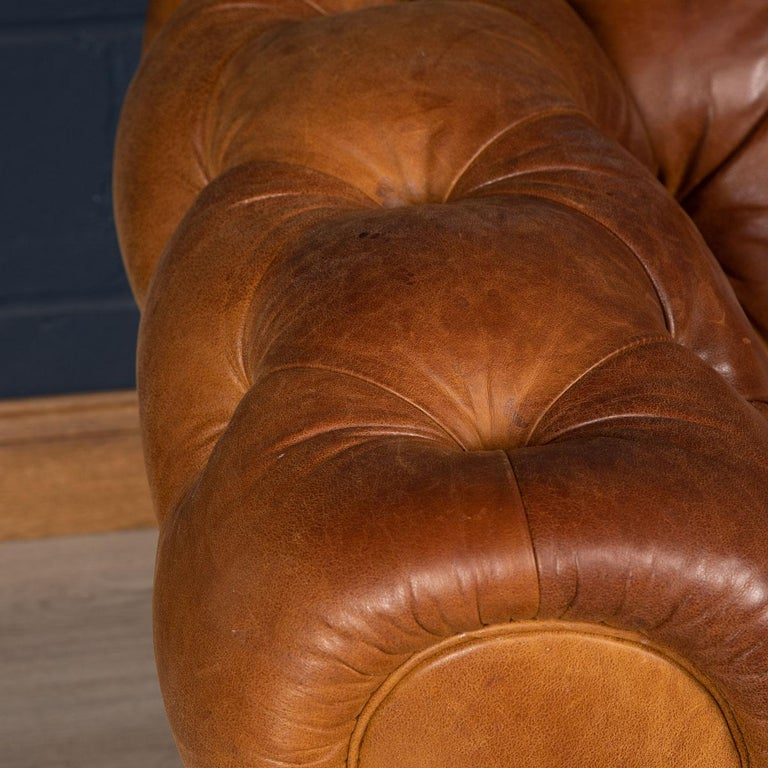 Late 20th Century 3-Seat Chesterfield Leather Sofa with Button Down Seat For Sale 3